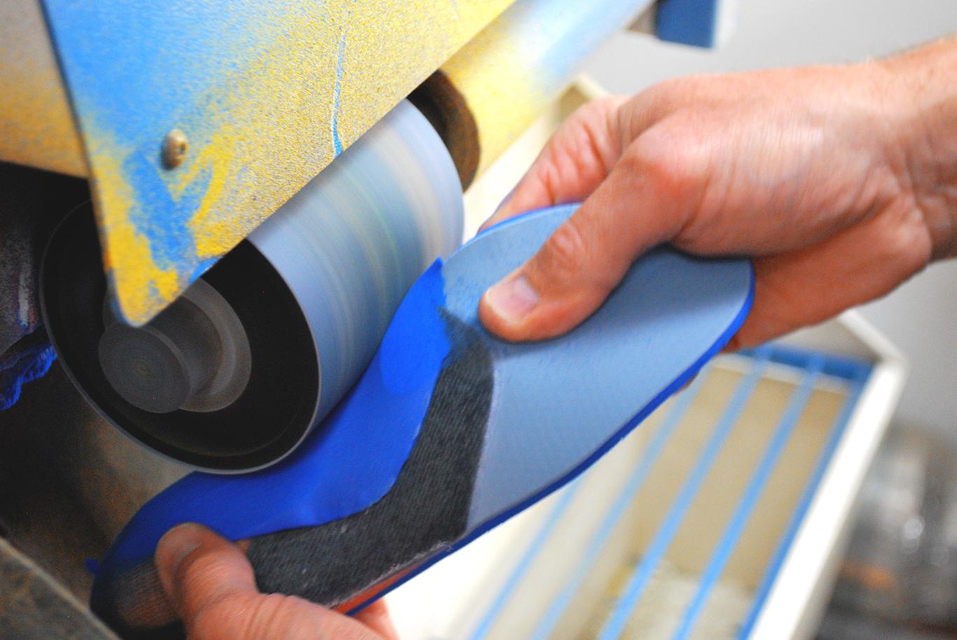 Moulages de vos semelles et réalisation dans notre atelier - Bordeaux Podopôle